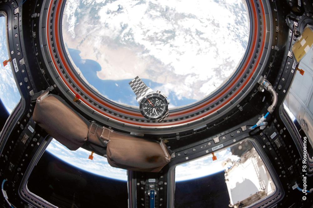 FORTIS_B-42_Official_Cosmonauts_Chronograph_in_der_Schwerelosigkeit_in_Cupola_an_Bolrd_der_ISS